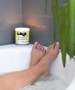 Love Marijuana Leaf Bathtub Candle
